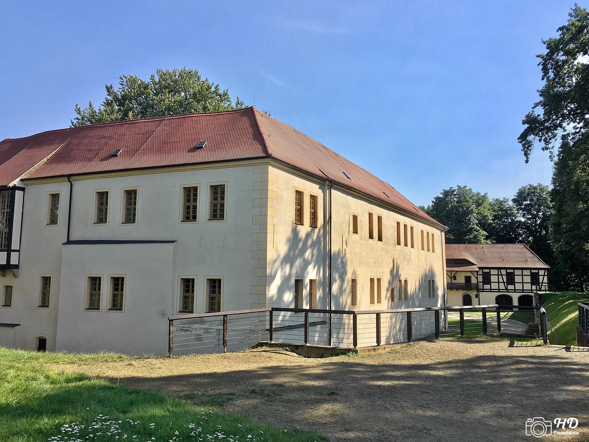 Schloss und Festung Senftenberg mit dem Kommandantenhaus im Hintergrund, Foto © René Blanke