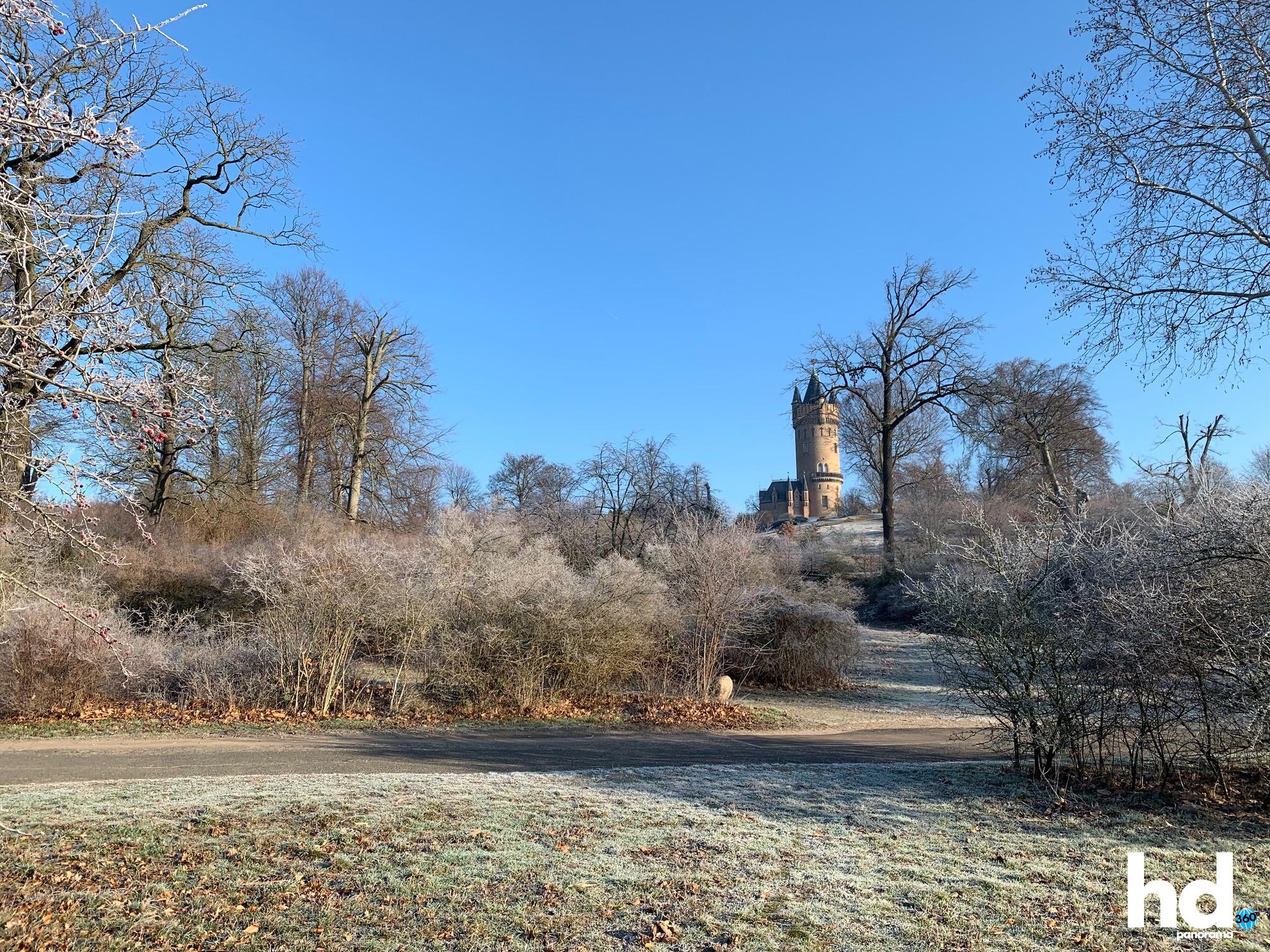 Park Babelsberg: Alles sehr frostig - Blick auf den Flatowturm - HD-Panorama © René Blanke