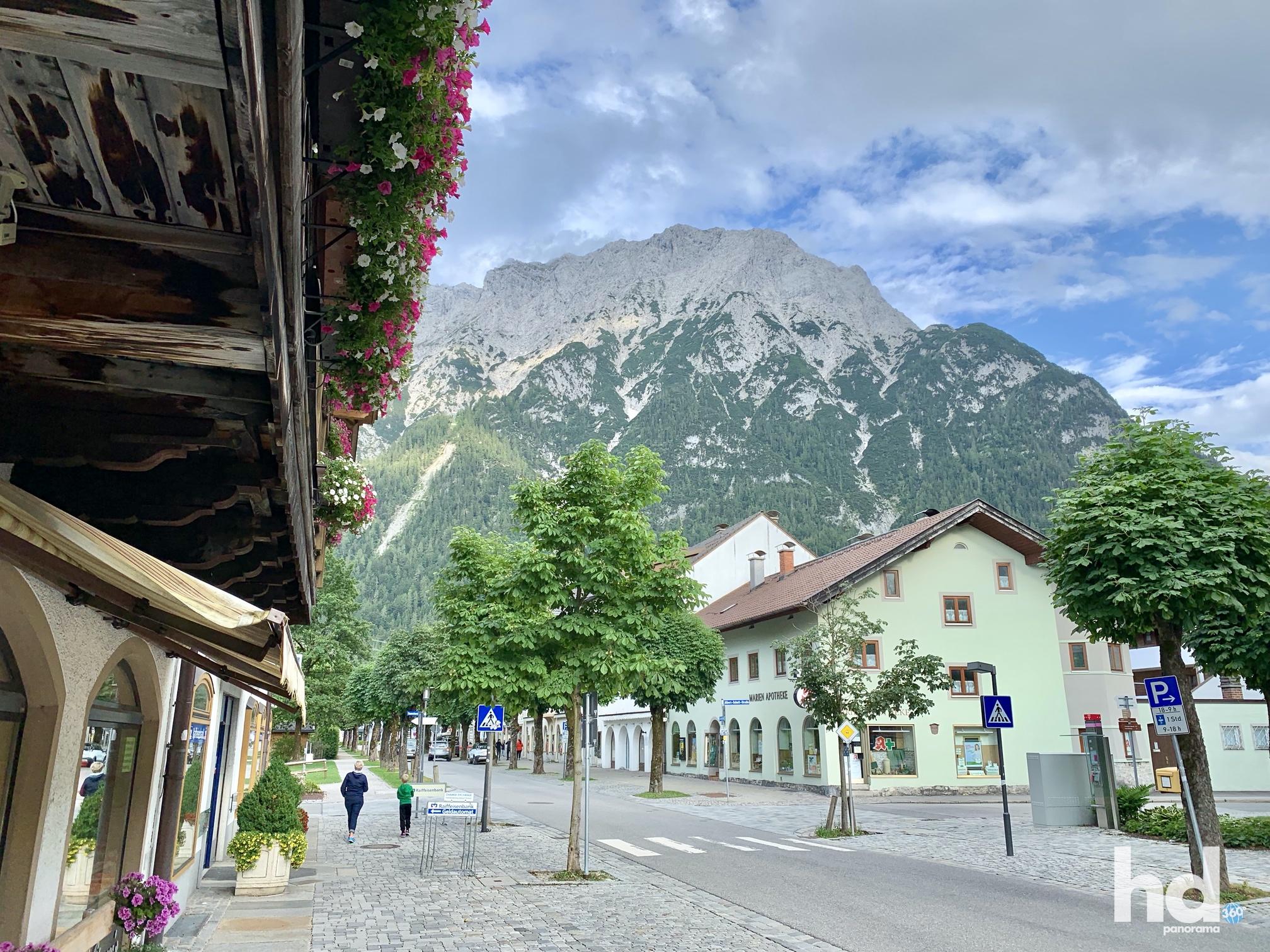 Innenstadt Mittenwald, direkt am Fuß des Karwendel, Foto © HD-Panorama