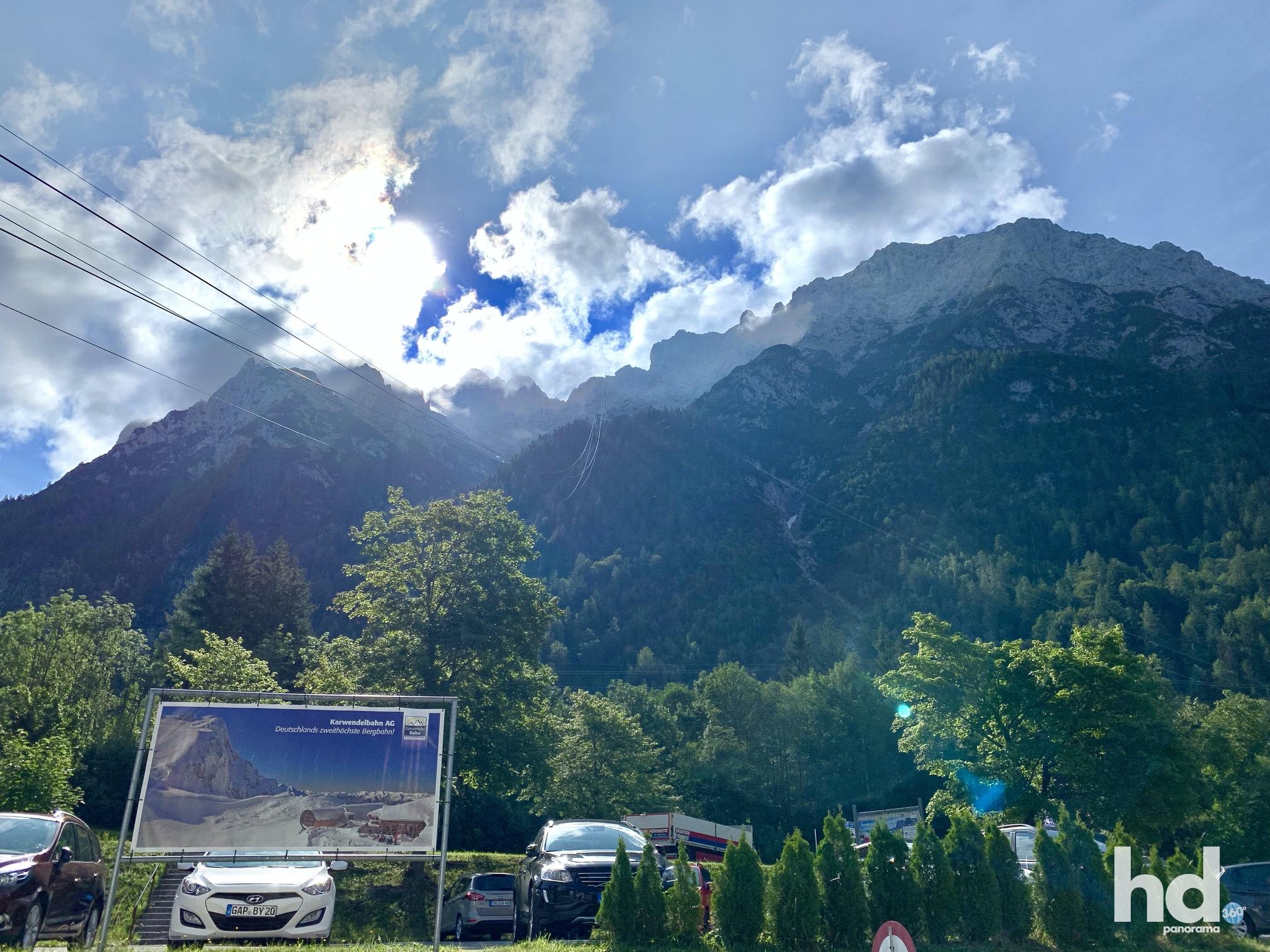 Zweithöchste Seilbahn Deutschlands, Mittenwald rauf auf den Karwendelspitz, Da oben solls rauf gehen, Foto © HD-Panorama