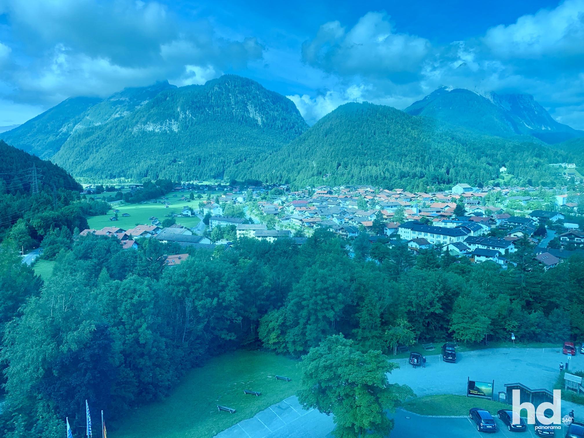 Zweithöchste Seilbahn Deutschlands, Mittenwald rauf auf den Karwendelspitz, Blick aus der Kabine, Foto © HD-Panorama