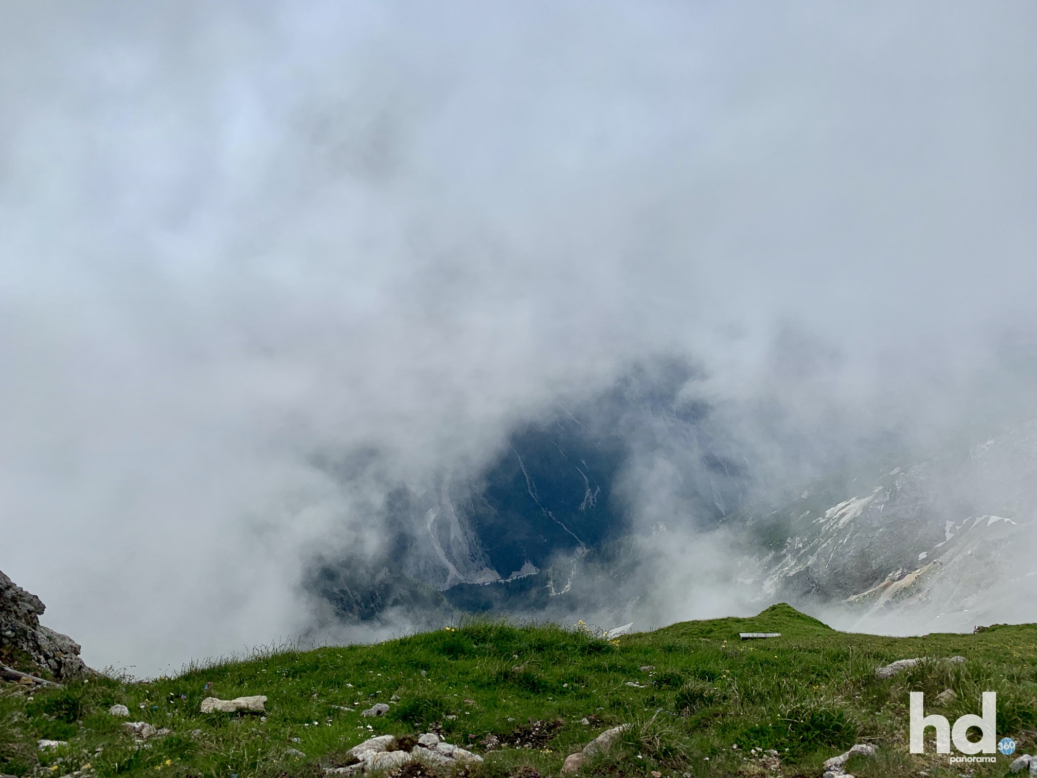 Westlicher Karwendelspitz, Mittenwald, Blickrichtung Süden (Österreich) verhülllt in Wolken, Foto © HD-Panorama