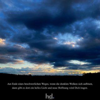 Am Ende eines beschwerlichen Weges, wenn die dunklen Wolken sich auflösen, dann gibt es dort ein helles Licht und neue Hoffnung wird Dich tragen. . . . #hoffnung #glaube #achtsamkeit #aufmerksamkeit #licht #hoffnungsschimmer #gedanken #lebensfreude #mut #liebe #hdpanorama #hdpanoramade #panoramic #panorama #pano #madewithlove #gueterfelde #potsdam #Photo By © @hd.panorama